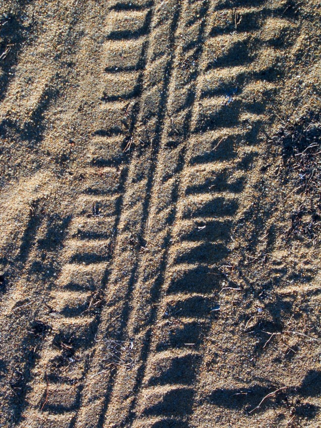 tyre-track-in-dirt-1470955