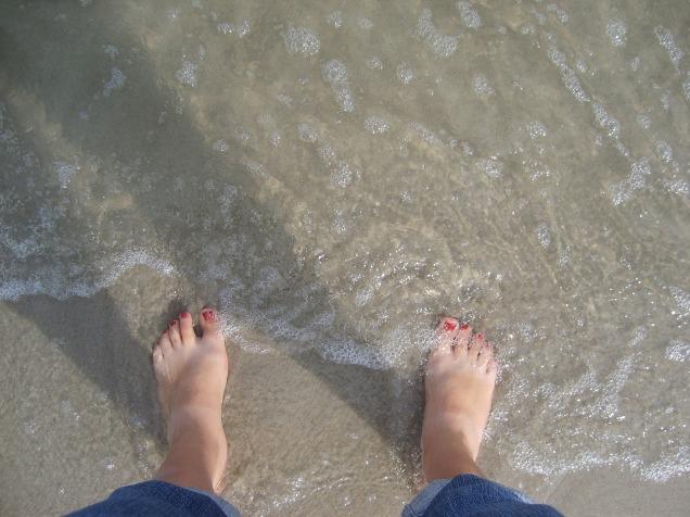 feet-596125_1920